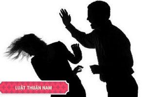 Chồng có hành vi đánh đập thì có thể khởi kiện ra Tòa không?